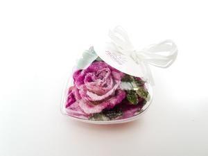 Corazón con flores cristalizadas